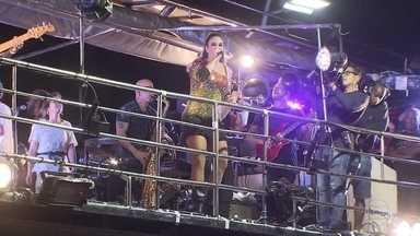 Ivete Sangalo volta aos trios após nascimento das filhas - Cantora, que deu à luz as gêmeas Marina e Helena no dia 10 de fevereiro, retomou a agenda de shows neste domingo (29).