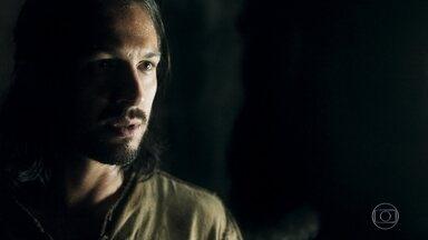 Afonso propõe união a Constantino para fuga - Constantino fala para Afonso que a única coisa que quer dele é sua morte. Afonso diz que eles precisam ser inteligentes para fugir