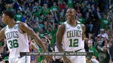 Substituindo Irving, Rozier brilha pelo Boston Celtics contra o Philadelphia 76ers na NBA - Substituindo Irving, Rozier brilha pelo Boston Celtics contra o Philadelphia 76ers na NBA