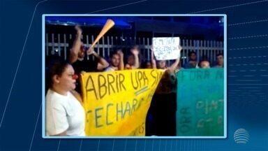 Manifestantes se reúnem em frente à Câmara Municipal de Presidente Prudente - Protesto foi contra a reestruturação das unidades de Pronto Atendimento na área da saúde.