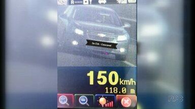 Carro é flagrado a 150 km/h em Cascavel - Na região de Maringá os policiais também registraram motoristas acima da velocidade.