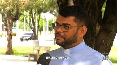 Fiéis de São José Operário vão receber benção nas carteiras de trabalho - Outras informações no G1.com.br/ce