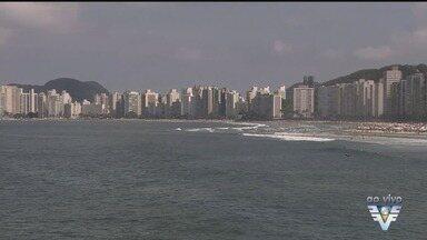 Movimento nas praias da região é grande durante o feriado - Turistas aproveitaram o bom tempo na Baixada Santista durante o feriado prolongado do Dia do Trabalho.