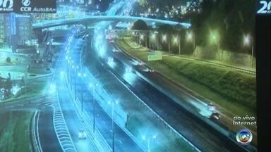 Veja como está o trânsito nas rodovias de Jundiaí na volta do feriado - Com o fim do feriado do Dia do Trabalhador, as estradas já estão cheias na volta para casa. Veja como está a situação nas rodovias Anhanguera e Bandeirantes, em Jundiaí (SP).