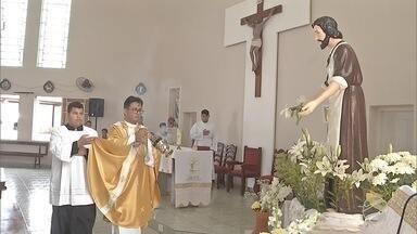 Fiéis pedem por emprego durante missa em Corumbá - Nesta terça-feira (1º) também é comemorado o Dia de São José do Operário.