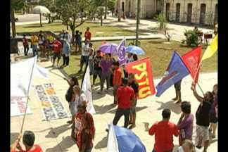 Dia do Trabalhador é marcado por manifestações em três pontos da capital. - Serviços também foram oferecidos a trabalhadores.