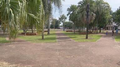 Paraná TV ouve prefeitura sobre a manutenção das praças de Foz do Iguaçu - Ontem, ao vivo repórteres mostraram a situação de várias praças e parques.