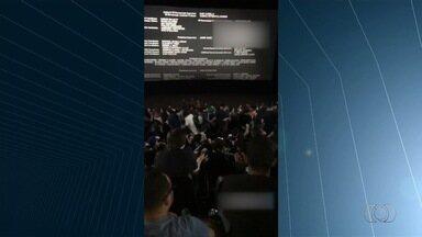 Grupo briga por conta de barulho dentro de cinema em Goiânia - Discussão gerou enquete no Jornal Anhanguera 1ª Edição.
