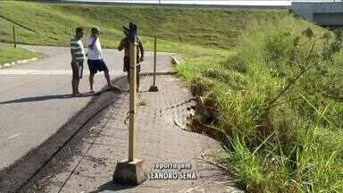 Moradores da Fazenda da Barra reclamam de condições de estrada em Resende, RJ - Trecho dá acesso ao Polo Industrial e bairros da cidade.