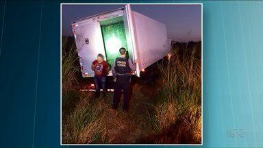 Polícia Rodoviária Federal apreende caminhão com cigarro contrabandeado - O veículo foi perseguido pela PR-323 até a entrada de Iporã