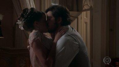 Ema repreende Ernesto por tê-la beijado - Apesar de ter correspondido ao beijo, a casamenteira acusa o italiano de querer se aproveitar dela. Ernesto se decepciona ao saber que Ema o usou para fazer ciúmes em Jorge