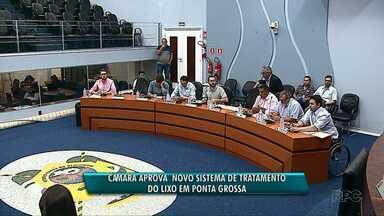 Câmara aprova novo sistema de tratamento de lixo em Ponta Grossa - Projeto de Lei acrescenta a possibilidade de a Prefeitura fazer a destinação final do lixo também em aterros sanitários e central de tratamento de resíduos.