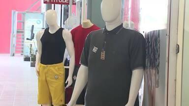 São João movimenta setor da moda em Caruaru - Pessoas buscam comprar roupas novas para curtir o festejo.