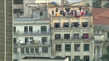 Prefeitura de SP mobiliza secretarias para vistoriar prédios ocupados - Objetivo também é atualizar o censo dos sem-teto. No Largo do Paissandu, moradores do prédio que caiu recebem doações.