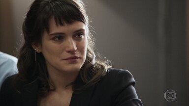 Clara vence o processo da guarda de Tomaz - Inconformada, Lívia acusa Raquel de favorecer Clara e a juíza avisa que não vai prender a patricinha por desacato em razão de sua dor por ter que se afastar do menino