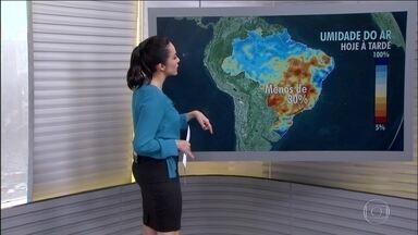 Deve chover em parte das regiões Sul e Norte - A sexta-feira continua com a umidade do ar bem baixa no Paraná, São Paulo, Minas Gerais, Tocantins e no interior do Nordeste.