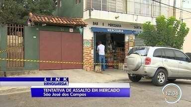 Dois são baleados em assalto a mercadinho em São José - Crime foi no Putim na manhã desta sexta-feira (3).