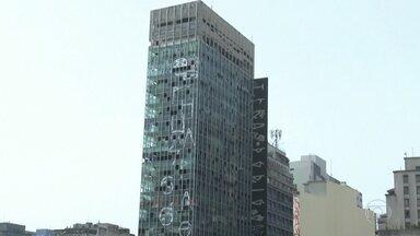 Marco da arquitetura, conheça história do edifício que desabou em São Paulo - O Wilton Paes de Almeida foi encomendado ao arquiteto Roger Smekhol para ser sede da companhia comercial de vidros do Brasil. Ficou pronto em 1968.