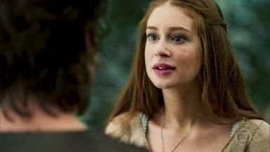 Amália e Afonso vêem Tiago na floresta - Tiago anuncia que fugiu e os três comemoram o reecontro