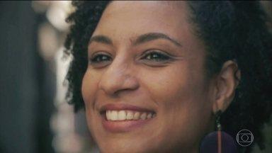 """Deputados cobram esclarecimentos sobre as mortes de Marielle e Anderson - Deputados federais chegaram ao Rio de Janeiro para se reunir com a Polícia Civil e falar sobre as investigações da morte da vereadora Marielle Franco e do motorista Anderson Gomes. O presidente Temer disse que as investigações estão """"avançadíssimas""""."""