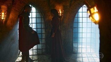 Delano some com o anel que envenenou Constantino - Ele surpreende Diana e a leva embora da cena do crime