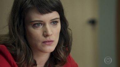 Clara planeja fazer revelação no julgamento de Sophia - Ela quer contar que omitiu informação sobre o assassinato de Laerte para inocentar Beth de vez e incriminar Sophia