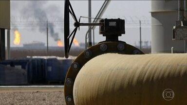 Petróleo deve subir mais, no rastro da retirada americana do acordo nuclear com o Irã - A Arábia Saudita, uma das maiores produtoras, e aliada dos Estados Unidos, diz que pode suprir a demanda, se a participação do Irã no mercado mundial for reduzida. Mas nem todo mundo acredita nisso.
