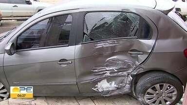 Bebê de um mês e meio é arremessado em batida de carro em Caruaru, no Agreste - Outras duas pessoas ficaram feridas. Todas as vítimas passam bem.
