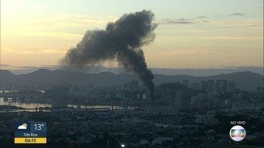 Fumaça atinge Zona Portuária - Flagrante foi feito pelo Globocop na manhã desta quinta-feira.