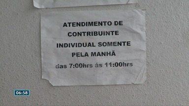 Agência do INSS na Serra reduz horário de atendimento e moradores denunciam superlotação - O local, que deveria funcionar até as 17h, está há aproximadamente um mês sendo fechado por volta das 13h. Outra reclamação é sobre a falta de funcionários.
