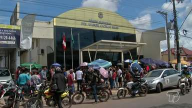 Eleitores lotam cartório de Santarém no fim do prazo para 'resolver' título - Filas grandes de formaram e senhas foram entregues para quem deixou para as últimas horas.