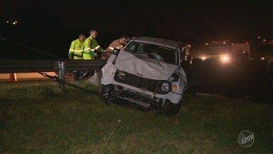Motorista cai de viaduto no Anel Viário Magalhães Teixeira, em Campinas - Antes do acidente, ele invadiu pistas e o canteiro central da rodovia.