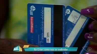 Xô Crise: confira dicas para não se endividar - Juros e inflação caíram, mas os juros do cartão de crédito e cheque especial continuam altos.