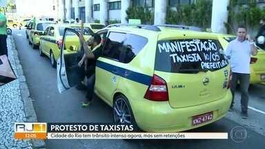 Taxistas protestam nas ruas do Rio - Os taxistas reclamam da regulamentação dos aplicativos de transporte