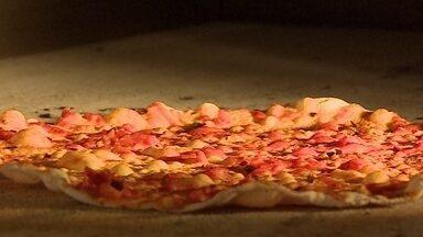 Drive-thru é nova aposta de pizzaria em São Paulo - Setor de pizza é um bom exemplo de como o empresário pode se reinventar focando em um único produto.