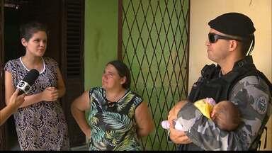 Bebê engasga com leite materno e é socorrido por policiais militares - A menina de um mês recebeu atendimento no bairro de Mandacaru.