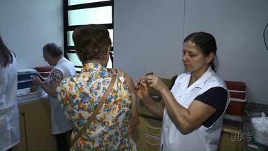 Postos de saúde de Maringá abrem no sábado para vacinar contra a gripe - Meta da Secretaria Municipal de Saúde é vacinar 125 mil pessoas na cidade