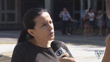 Professores de Cubatão reclamam de acordo não cumprido pela prefeitura - Docentes das escolas de período integral de Cubatão realizaram protesto.