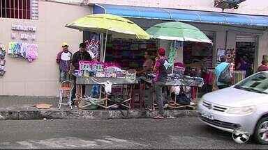 Ambulantes enfrentam problemas de mobilidade no Centro de Caruaru - Até o momento, nada foi resolvido por parte da prefeitura.