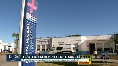 Bandidos e policiais trocam tiros dentro de hospital em Itaboraí - O tirotei aconteceu na madrugada desta sexta-feira. De acordo com a polícia, dois homens chegaram em uma moto, um deles entrou na unidade e rendeu um enfermeiro. Policiais perceberam a ação e trocaram tiros.