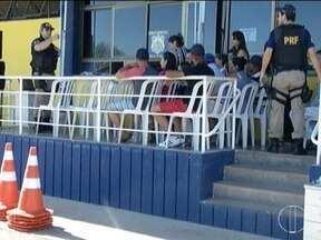 Polícia Rodoviária Federal realiza ação educativa durante o Maio Amarelo - Durante a ação um homem foi preso por conduzir carro roubado.
