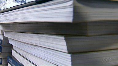 Turmas de escolas estaduais de Londrina ainda estão sem livros didáticos - Faltam volumes de artes e inglês. O ano letivo começou em fevereiro e o primeiro bimestre já terminou.