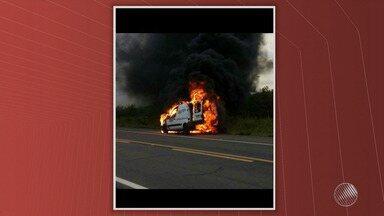 Ambulância transportando paciente pega fogo na BR-235 - Apesar do susto ninguém ficou ferido. O paciente seria atendido em Salvador.