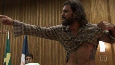 Mariano choca tribunal ao mostrar suas cicatrizes - A Grande Mãe do quilombo conta que recebeu o garimpeiro muito machucado e ele revela tudo o que aconteceu desde o dia em que Sophia tentou matá-lo