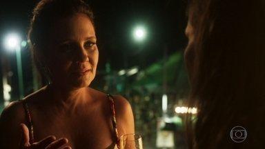 Laureta barra Beto em seu camarote - Ela permite a entrada de Karola e Beto rompe com a namorada