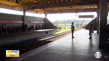 Policiais militares morrem após serem atropelados por metrô no Recife - O caso aconteceu na noite da terça-feira (15), durante uma ação policial. Outros dois militares ficaram feridos.