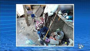 Mulher é presa suspeita de maus-tratos contra avó de 82 anos em distrito de Brejo da Madre - Casa onde a idosa morava tinha muita sujeira e fezes espalhadas pelo chão.