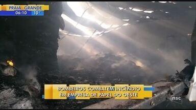 Incêndio atinge empresa de papel em São Lourenço - Incêndio atinge empresa de papel em São Lourenço