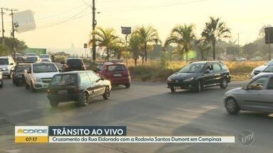Rua Eldorado tem tráfego intenso diário no cruzamento com a Rodovia Santos Dumont - Falta de sinalização mantém uma confusão no local todos os dias.