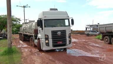 Falta de estrutura no porto da Vila Arigó causa transtornos em Santarém - A falta de organização é alvo de reclamação por moradores e motoristas de caminhões e carretas.